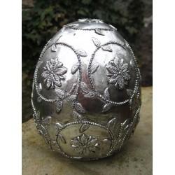Ägg med blommönster i silver