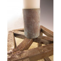 Fyrkantig rustik ljusstake i metall
