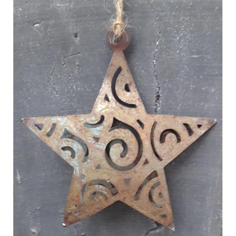Stjärna i metall med patina