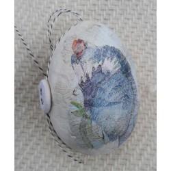 Handgjort ägg med blommor