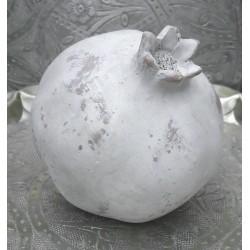 Granatäpple i grå fiberbetong