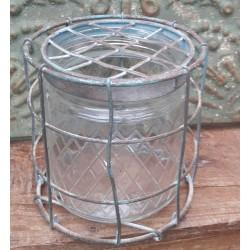 Glasburk med mönster och galler med patina