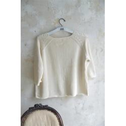 Vacker stickad tröja i creme från JDL