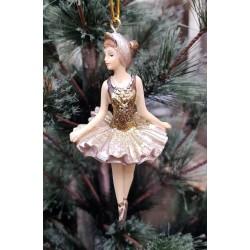 Ballerina i guldklänning
