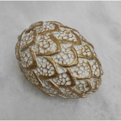 Stiligt ägg med guldkanter