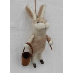 Gullig tovad kanin med hink...
