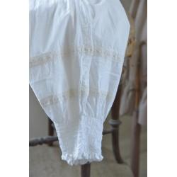 Söta byxor i vitt från Jeanne D'arc Living.