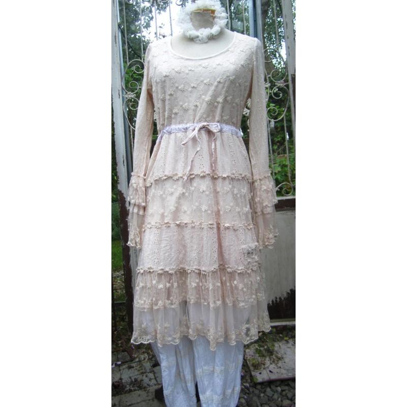 Puderrosa klänning/tunika i ljuvlig spets från Jeanne D'arc Living.