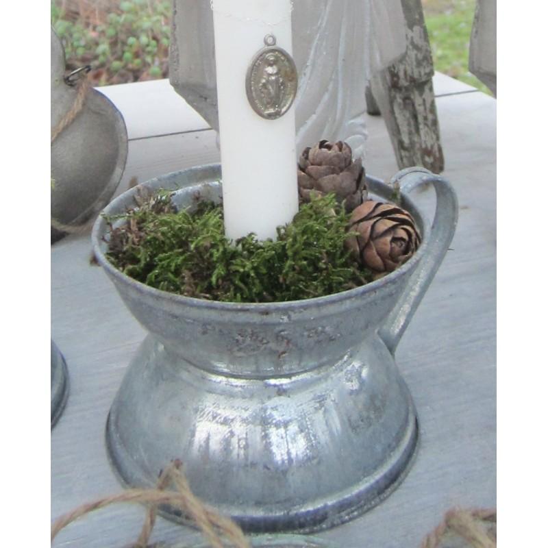 Ljusstake i zink i gammal stil
