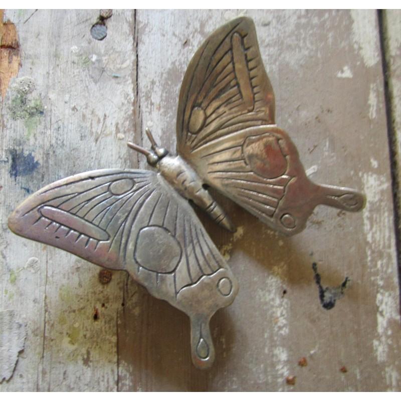 Vacker fjäril i metall