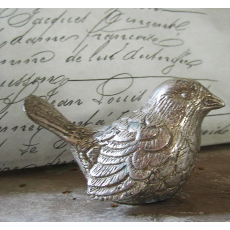 Vacker fågel i metall