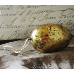 Guldfärgat ägg med patina