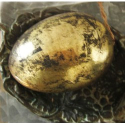 Guldfärgat ägg med patina i större modell