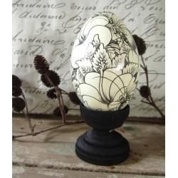 Handmålat ägg i trä